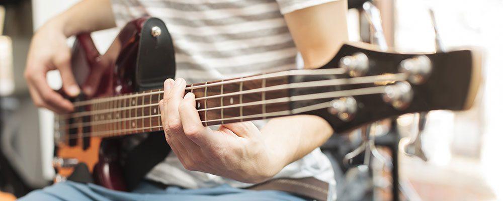 Bass lernen wird mit unseren Einsteiger-Sets ganz leicht.