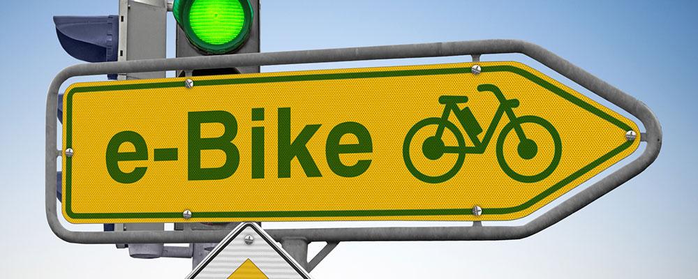 Die rechtliche Stellung des E-Bikes im Straßenverkehr ist nicht immer einfach. Wir helfen dir, dich durch den StVO-Dschungel zu kämpfen.