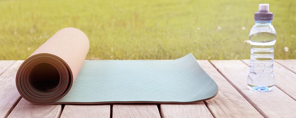 Mit der Wahl der richtigen Yogamatte beginnt dein Einstieg ins Hobby.