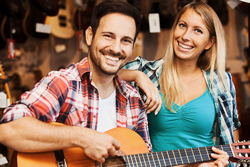 Auf YouTube & Co. finden sich viele Videos, um Gitarre zu lernen