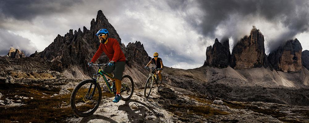 Wer Mountainbike fahren will, muss kein Profi sein. Mit unseren Tipps gelingt dir der Einstieg ins Hobby ganz leicht.