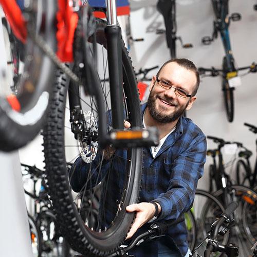 Mountainbike Händler berät Einsteiger / Anfänger