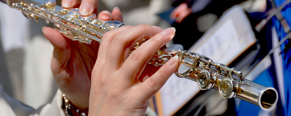 Mit unseren Anfänger-Tipps gelingt dir der Einstieg ins Querflötenspiel ganz leicht.
