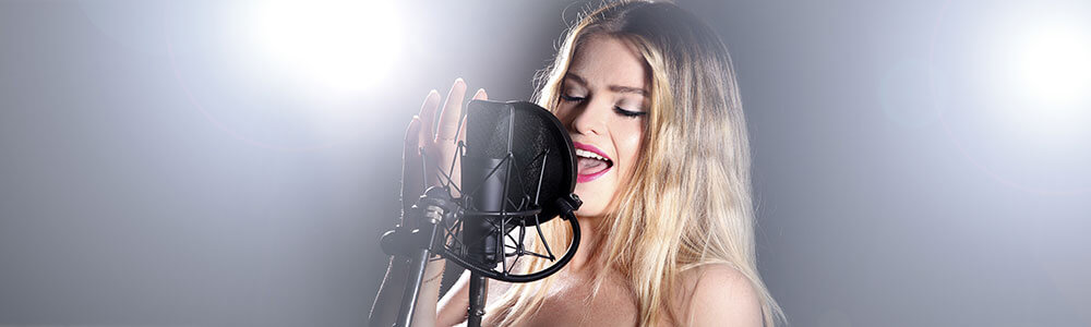 Sängerin im Studio