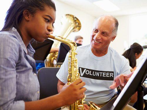 Unterricht bei einem Privatlehrer ist für Einsteiger der beste und schnellste Weg, um Saxophon zu lernen.
