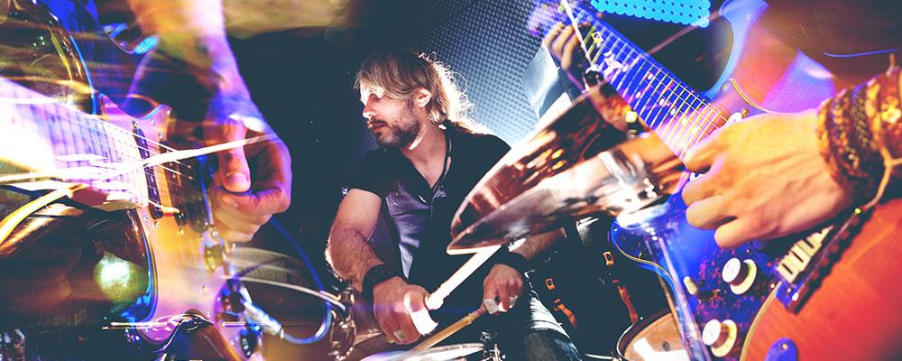 Mit den richtigen Tipps gelingt der Einstieg ins Schlagzeugspiel besonders leicht.