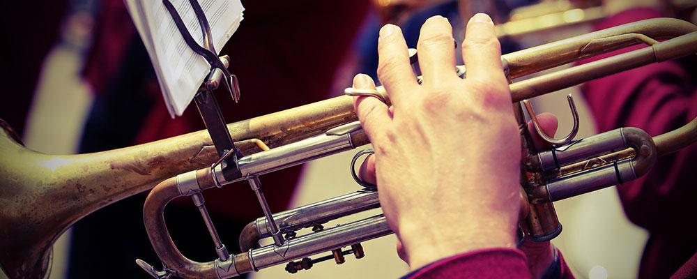 Mit den richtigen Tipps gelingt der Einstieg ins Trompetenspiel besonders leicht.